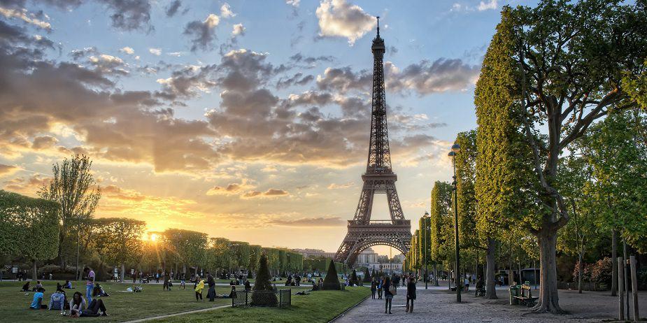 o-PARIS-facebook_mini