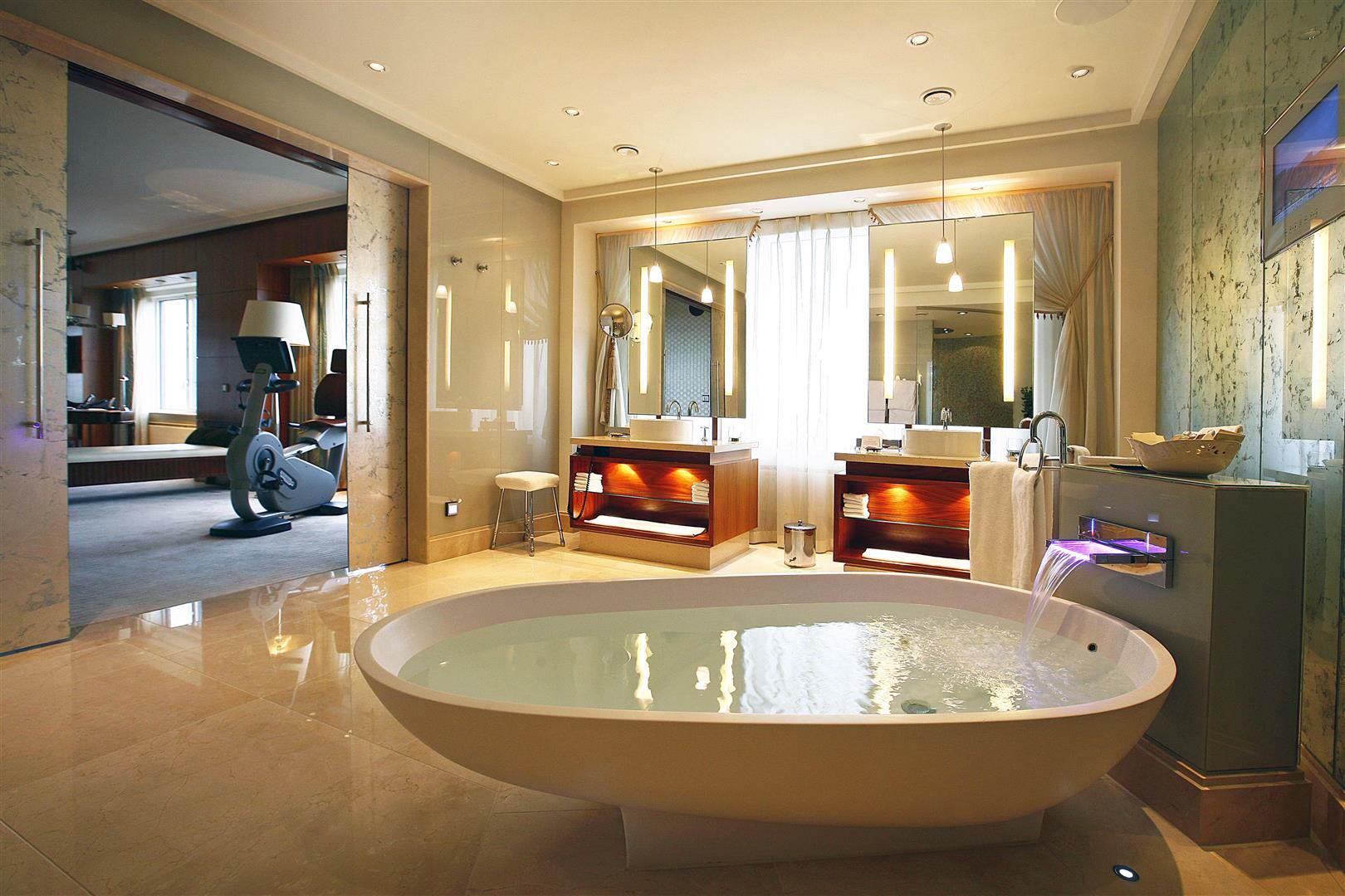 Hotel-Okura-Amsterdam-The-Suite-Excelsior-Bathroom-