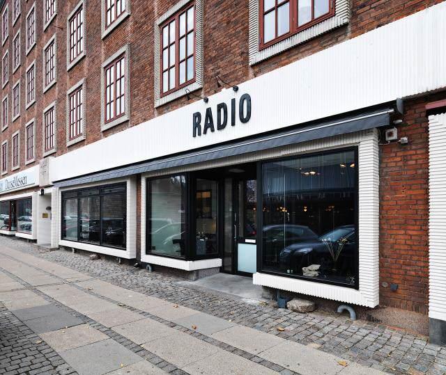 640_rmf28x300n---2-5-m---lhs---restaurant-radio-09---udefra