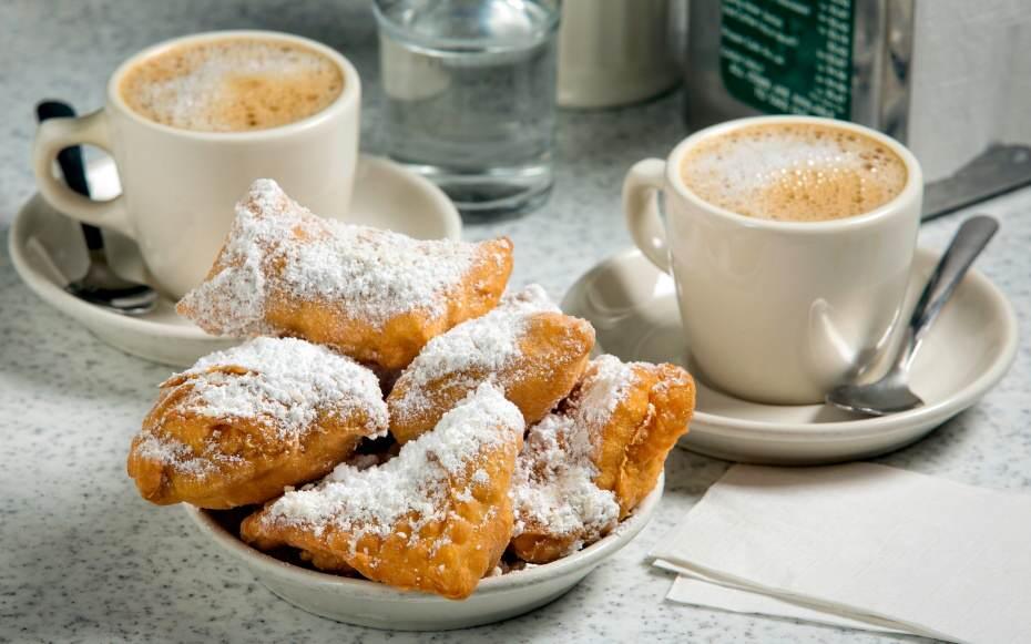 201409-w-americas-best-coffee-cities-new-orleans-cafe-du-monde-beignets